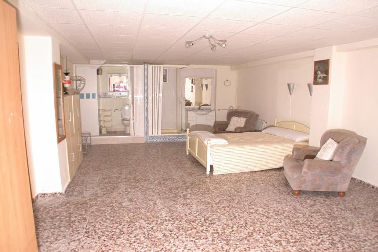 grote slaapkamer beneden 40 m2 met badkamer