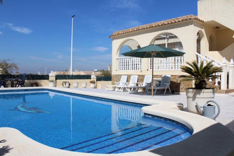 Zwembad is 8X4 meter