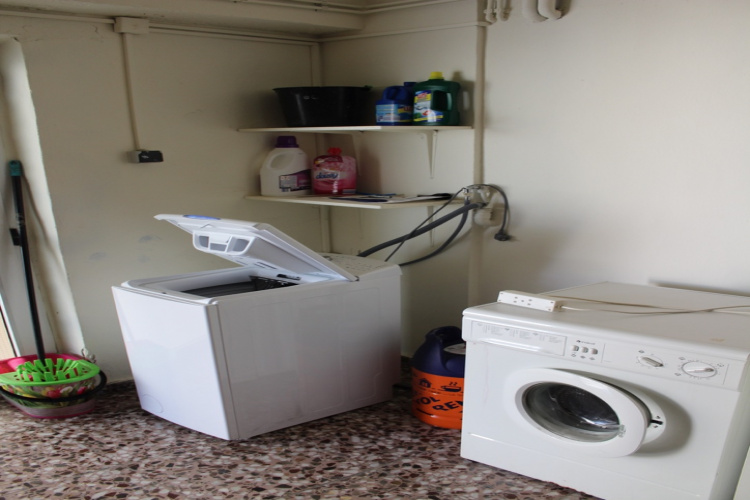 Wasmachine en koelkast inclusief